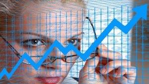 Forward PE price earnings estimert